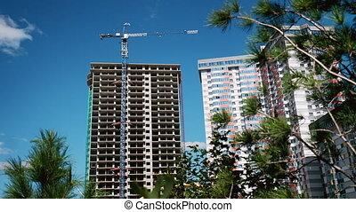 construction bleu, industriel, city., béton, grand, appartements, processus, maison, sky., site., en ville, grues, construction, gratte-ciel, résidentiel, nouveau, complex.