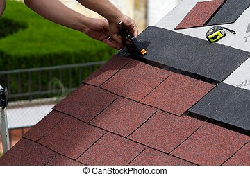 Construction of a roof - Construction of asphalt shingles on...
