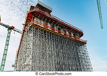 Construction of multi-storey building with cranes