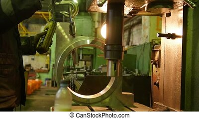 Construction plant. Using an industrial lifting chain to...