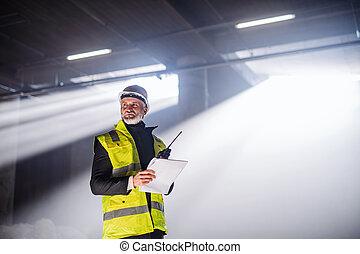 construction, utilisation, talkie, homme, ingénieur, walkie, site.