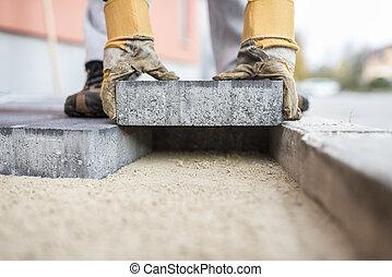 construtor, deitando, ao ar livre, pavimentar, lajes