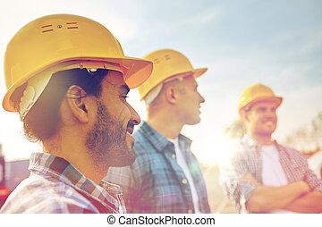 construtores,  hardhats, sorrindo, Grupo, Ao ar livre