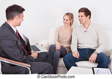 consulente, coppia, consigliare, giovane