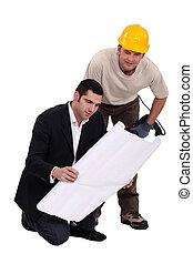 consultant, sur, ouvrier, construction, dessin, ingénieur