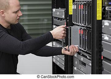 consultor, él, instalar, servidor