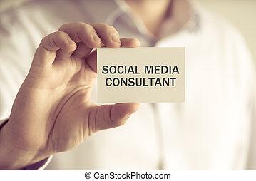 consultor, social, segurando, mídia, homem negócios, mensagem, cartão