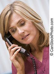 consultor, telefonando, cliente, com, notícia má