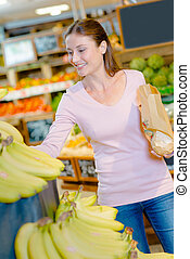 Consumer buying fruit