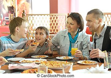 consumo pizza, carino, famiglia