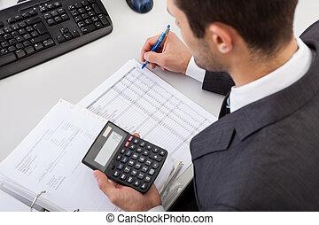 contabilista, trabalhando escritório