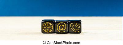 contact, or, arrière-plan., service, client, dés, sur, noir, information, emplacement, vue, ils., image, large, icônes, bleu