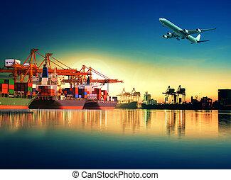 container schip, in, import, porto, tegen, mooi, morgen, licht, van, inlading, jachtbouw, gebruiken, voor, vracht, en, lading, expeditie, schip, vervoeren