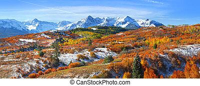 Continental divide in autumn time near Ridge way Colorado