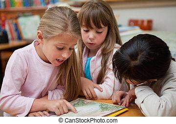 conto, fada, leitura, schoolgirls, junto