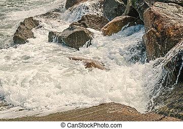 contorno costa, rochoso, quebrar, contra, ondas oceano
