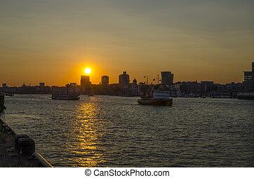 contorno, puesta de sol