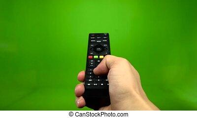 contrôle, éloigné, écran tv, main, opération, vert, mâle