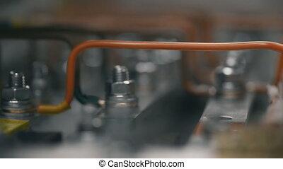 contrôle, boîte, serrer, box., électricien, câble, puissance, electical, écrou, inspecter, plante, main, travail, fusible, électrique, feeds., installation, cabinet, constructeur, ingénieurs