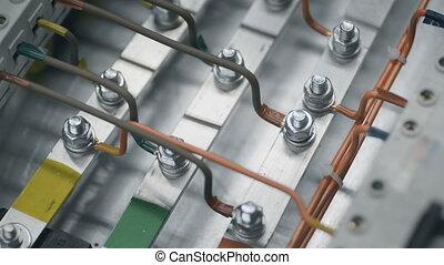 contrôle, boîte, serrer, pneumatique, électricien, câble, puissance, electical, écrou, inspecter, plante, fusible, tournevis, travail, box., électrique, feeds., installation, cabinet, constructeur, ingénieurs
