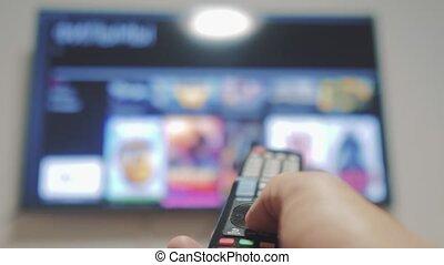 contrôle, concept, éloigné, cinéma, tv, main., ligne, apps, commandes, remote., virage, mâle, style de vie, tenue, internet, fermé, main, intelligent, homme