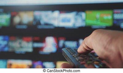 contrôle, concept, service., cinéma, main., remote., ruisseler, vidéo, apps, commandes, tenue, internet, éloigné, intelligent, ligne, main, tv., fermé, homme, style de vie, virage, mâle