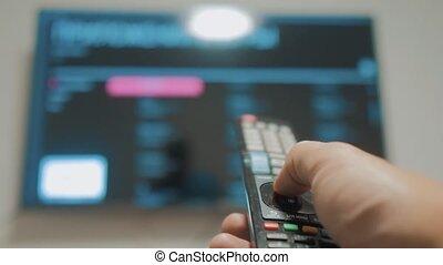 contrôle, concept, style de vie, cinéma, tv, main., ligne, apps, commandes, remote., virage, mâle, tenue, internet, fermé, main, éloigné, intelligent, homme