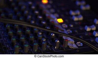 contrôle, console, coloré, enregistrement, danse, lumière, dj, nuit, haut, club., équipement, professionnel, musique, nightclub., fête, mélange, fin, audio