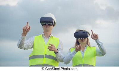 contrôle, femme, pouvoir électrique, cables., électricité, lunettes, contre, livraison, tours, vr, a haute tension, fond, distribution, homme, réseaux, ingénieur