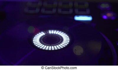 contrôle, son, jockey, console, coloré, pont, illuminated., maison, mélangeur, disco, joueur, disque, musique, nightclub., mélange, dj, partie., panneau