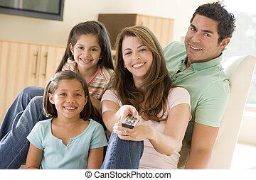 contrôle, vivant, éloigné, salle, famille, sourire