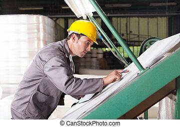 contrôleur, textile, tissus, vérifiant qualité