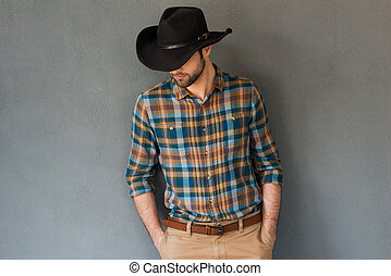 contra, desgastar, baixo, fundo, jovem, chapéu homem retrato, couture., ficar, boiadeiro, cinzento, olhar, enquanto