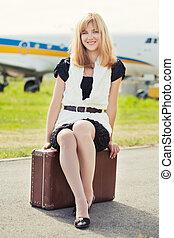 contra, mala, avião, sentando, mulher, bonito, antigas