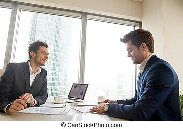 contrat, signer, satisfait, bureau, homme affaires