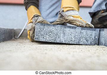 contratante construindo, deitando, um, laje pavimentando