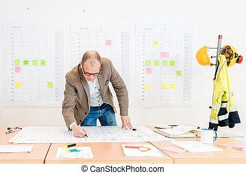 contratista, elaboración, arquitectónico, plan, en, sala de conferencias