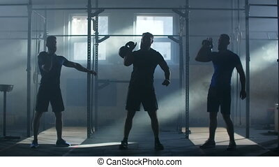contre, fitness, ascenseur, atmosphérique, fond, lumière soleil, slow-motion:, athlètes, salle, trois, poids
