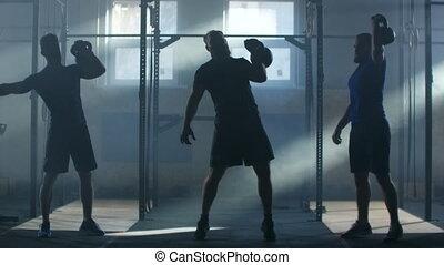 contre, kettlebell, fitness, haut, ascenseur, atmosphérique, fond, lent, lumière soleil, groupe, athlètes, salle, rayons, motion:, formation