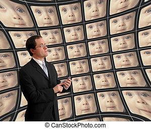 controlar, torcido, pantallas, vídeo, bebes, traje, hombre