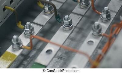 controle, elektromonteur, electical, noot, plant, feeds., bovenzijde, elektrisch, aantrekken, box., macht, inspecteren, kabinet, zekering, moersleutel, doosje, kabel, aannemer, werken, installeren, moersleutel, ingenieurs, aanzicht
