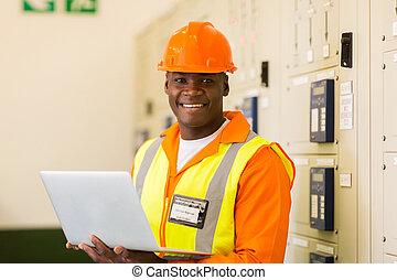 controle, planta, sala, poder, laptop, segurando, africano, engenheiro