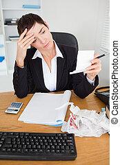 controleren, serieuze , accountant, ontvangstbewijzen, verticaal
