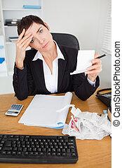 controleren, verticaal, accountant, vrouwlijk, ontvangstbewijzen