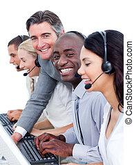 controleren, zijn, directeur, centrum, werken, competive, roepen, team\'s