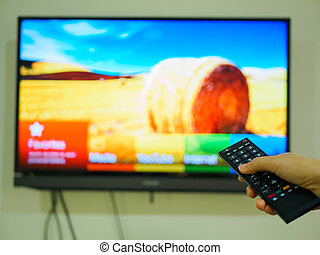 controllo, remoto, tv, su, titolo portafoglio mano, chiudere