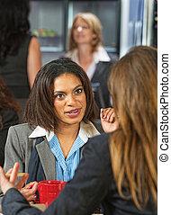 conversación, mujeres de la corporación mercantil