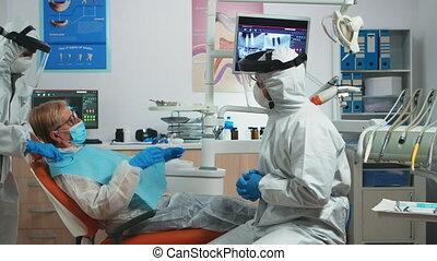 conversation, équipement, protection, dentiste, patient, vieux, docteur