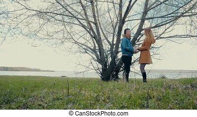 conversation, couple, arbre, sous