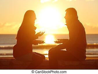 conversation, couple, plage, coucher soleil